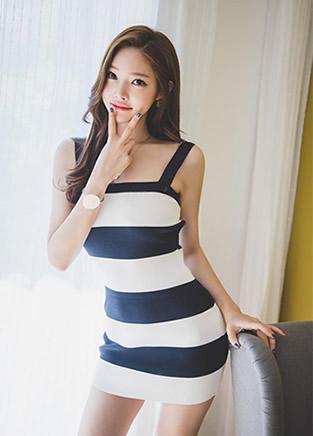 韩国时尚丽人朴正允短裙着装写真