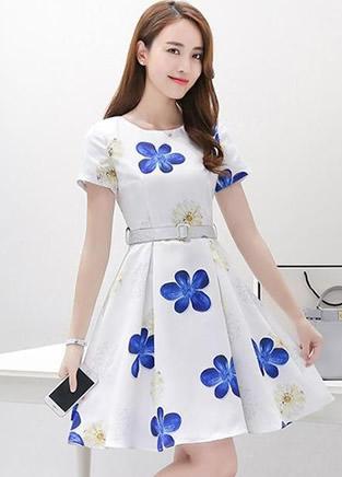 色彩斑斓清新裙装 绘出青春的优雅芳姿