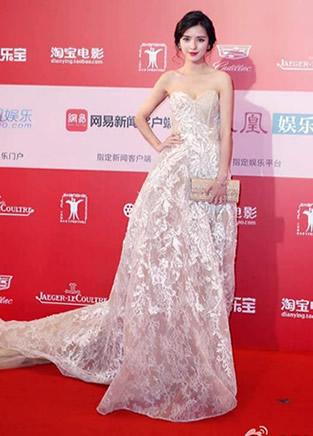 张予曦与Angelababy时尚穿衣装扮甜美漂亮