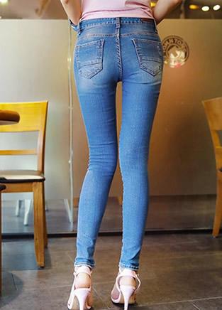 时尚潮流风:牛仔裤怎么搭配时髦
