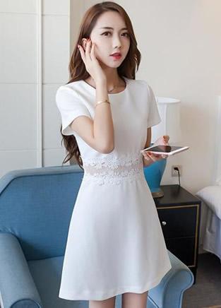 穿上一条白色裙子 清爽度过整个夏季