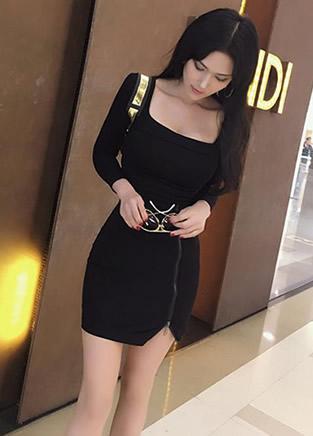 黑色连衣包臀裙美女 让你对她一见钟情