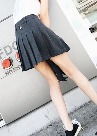校园少女可爱小短裙 让学长疯狂学弟抓狂!