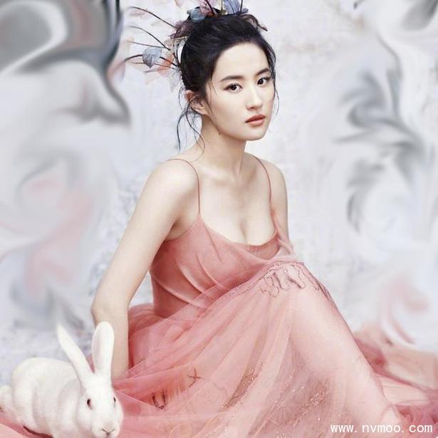 刘亦菲最新写真曝光 花样露肩让人惊艳