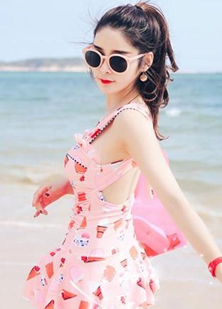 性感又迷人的沙滩泳衣,这样穿超拉风性感