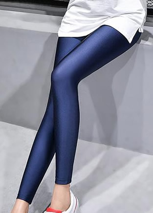 今年巨流行的超弹力皮裤打底裤,亲肤舒适