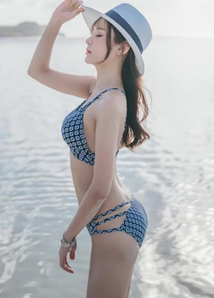 比基尼美女海边沙滩写真集