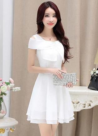 清新白色连衣裙搭配,让你犹如画中走出的甜美