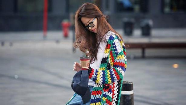 时尚街拍刘亦菲穿搭简单还很潮