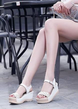 高度舒适度不可兼得?一双时尚坡跟鞋全搞定