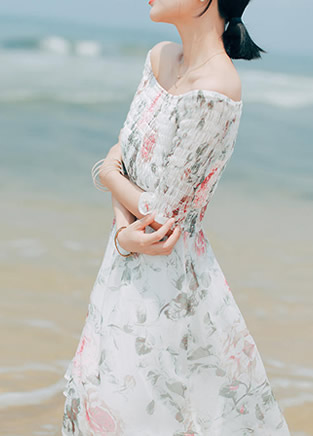 海边游玩的高峰季节 你还差一条仙女裙!