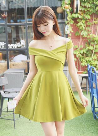 四款漂亮裙子搭配 给青春加点色彩