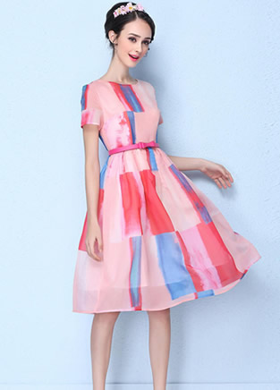 多种彩色裙子搭配 告别单调黑白夏天