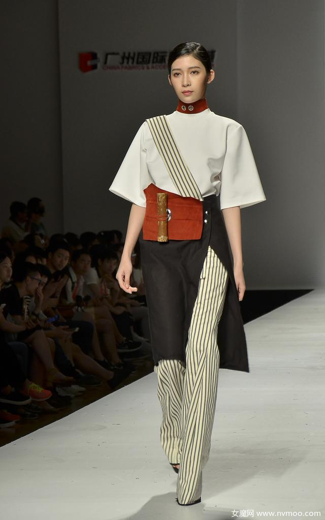 中国大学生时装周上的英国密德萨斯大学中国风