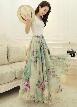 夏天美眉们都喜欢穿的飘逸长裙