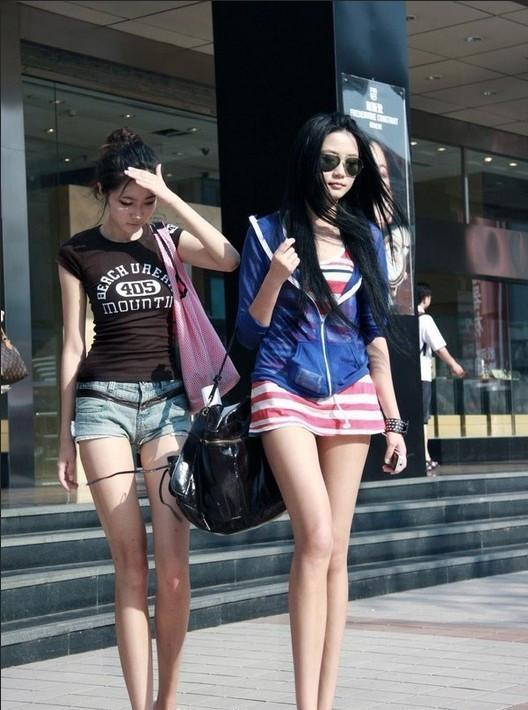 夏日成都美女街拍 风格个性十足