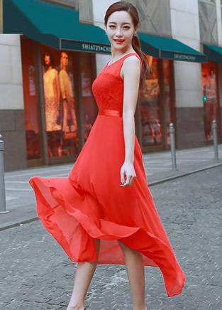 简单红色连衣裙 穿出不一样的气质