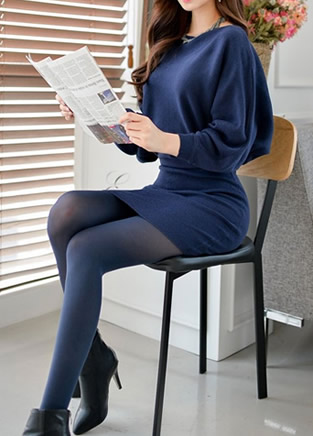 短裙子搭配丝袜的魅力诱惑