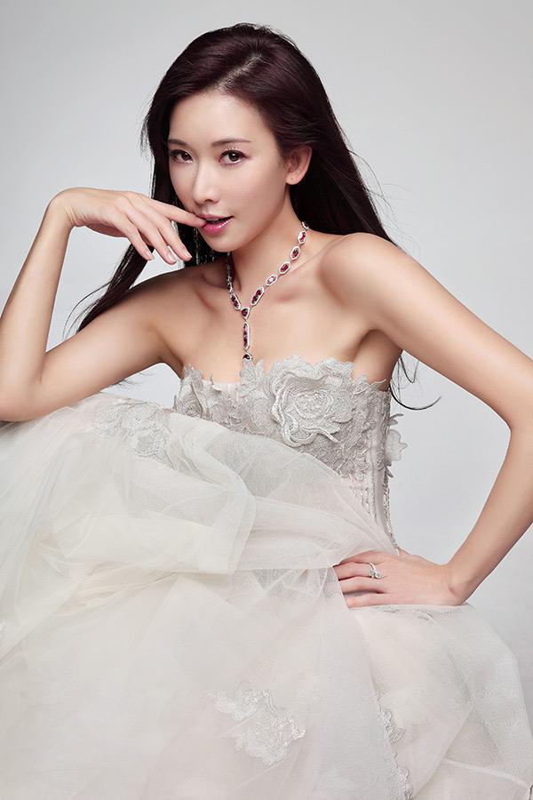 林志玲是大胸美女