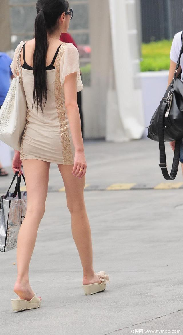 街拍美女却被时尚美女抢镜