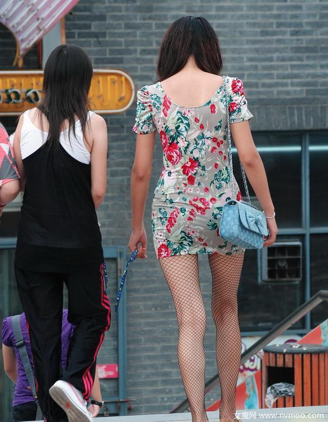 韩国街拍模特身材的时尚美女
