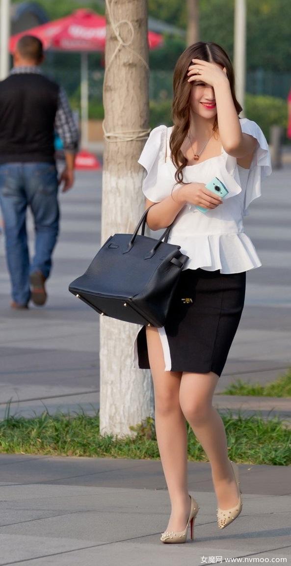 街拍包臀裙卷发红唇甜美女生