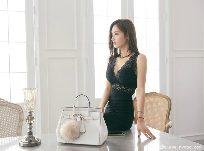 黑色裙子穿搭 演绎万种风情